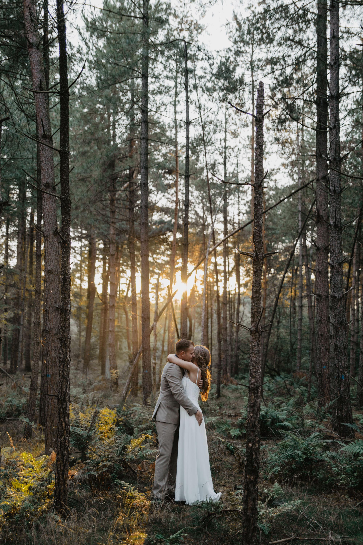 trouwfoto bos trouwen bruiloft - Angela Bloemsaat Photography