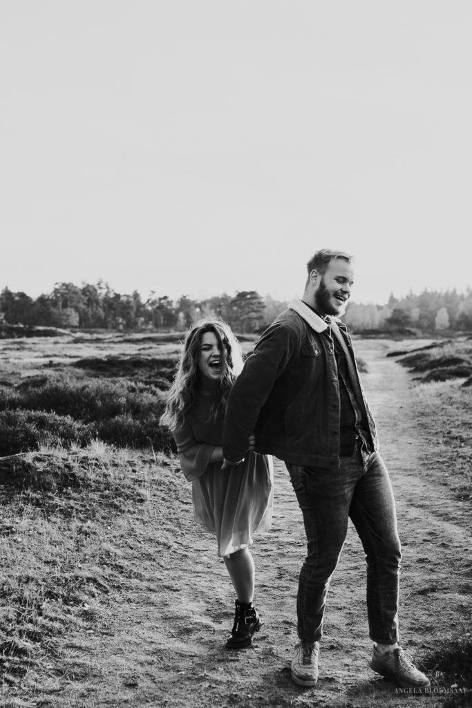 couple shoot old forest netherlands fotoshoot stel bos angela bloemsaat