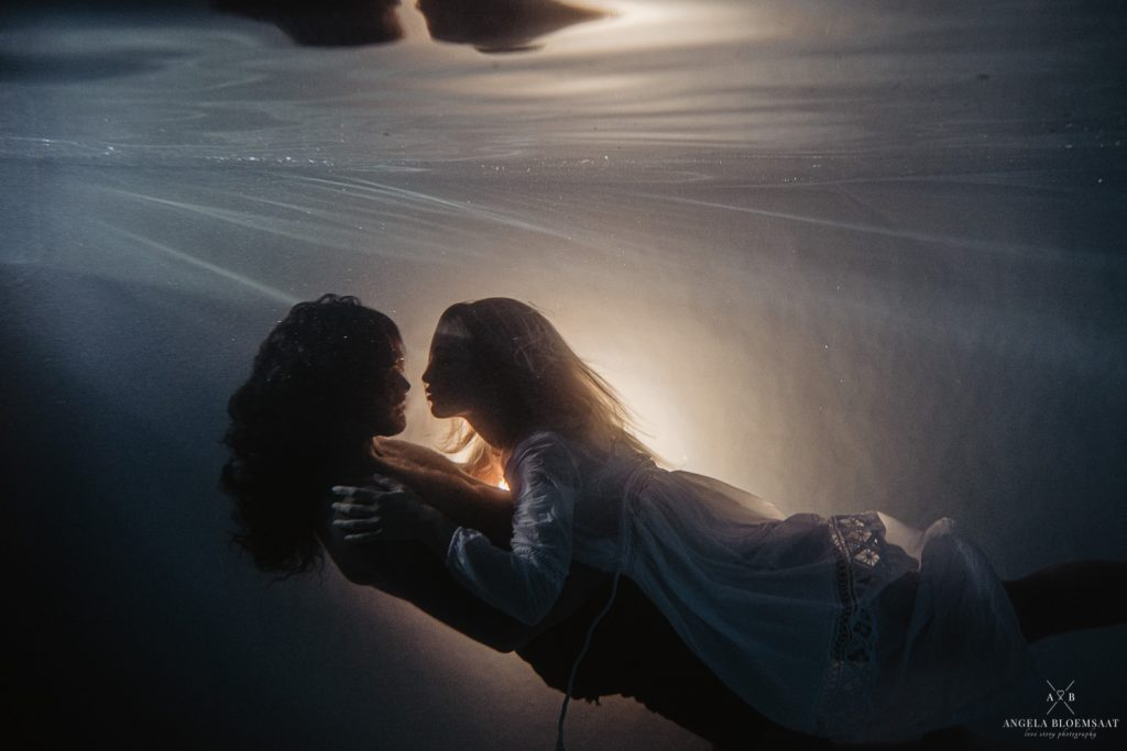 underwater photography couple shoot pool netherlands angela bloemsaat